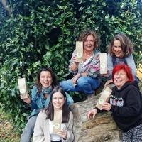"""Non podemos estar máis felices!! Hoxe empezamos a traballar no proxecto """"Recuperación agroforestal e caracterización de botánicos da comarca de A Ulloa para desenvolver cosméticos ecolóxicos de alta concentración en bioactivos"""" coa grandísima Marta Lores e  Laura Rubio que achegáronse ata @milhulloa_coop a recoller as mostras das plantas que imos investigar. O rural é vangarda!!  #muuhlloa #milhulloa_coop #granxamaruxa #cosmeticanatural #cosmeticaenxebre #cosmeticaecologica #cosmeticacertificada #aulloa #galiciacalidade #galiciamola #innovación"""