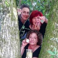 Novedad 🌍🌎🌏!!  ✔️Balsamo labial feito con oleato de flor de grelo de @milhulloa_coop e mel cru de alta montaña de @sovoral.  ✔️A unión destes ingredientes confírenlle propiedades reparadoras antibacterianas e antioxidantes.  ✔️Primeiro cosmético formulado con flor de grelo.  #muuhlloa #milhulloa_coop #granxamaruxa #cosmeticakm0 #cosmeticagalega #galiciacalidade #galiciamola #aulloa #cosmeticaecologica #cosmeticacertificada #cosmeticos #cosmeticanatural #beauty